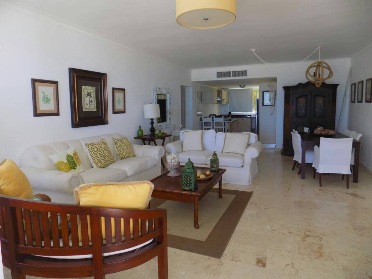 turquesa beach front condo living room