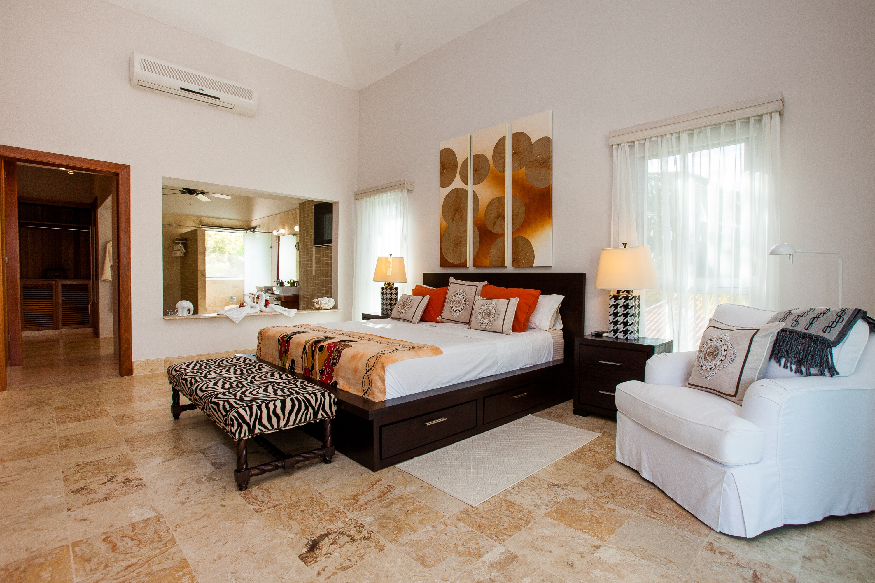 Spacious bedroom at Palma Real Villa