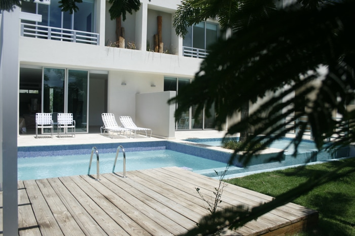 Palma real condominium pool